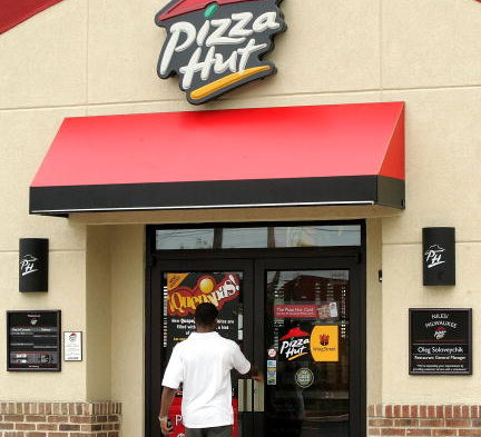 Email promises free pizza, ensnares victims in Asprox botnet instead