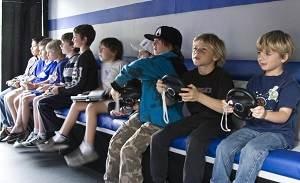 childrenplayingvideogames_876009